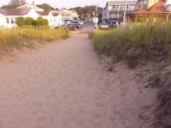 Waves Oceanfront Resort: Beach view of Bldg F