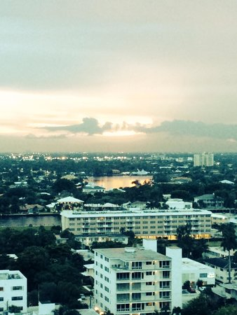 Hilton Fort Lauderdale Beach Resort: Beautiful Fort Lauderdale sunset.