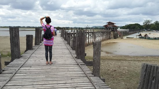 U Bein Bridge: VERY hot and sunny! sunglasses are very recommended, or use the local powder-like smudge make up