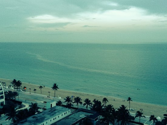 Hilton Fort Lauderdale Beach Resort: Can't beat the beaches in Florida. Sunset in Fort Lauderdale.
