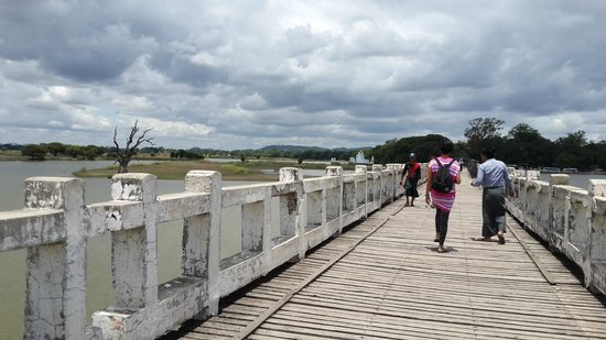 U Bein Bridge: Our guide said that in near future, all of the land under the bridge will be flooded permanently