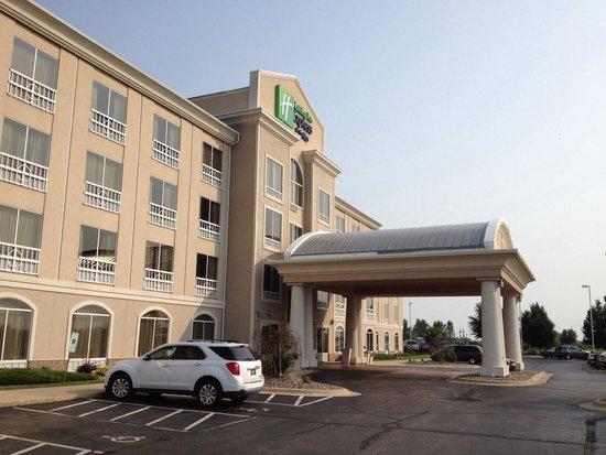 Holiday Inn Express Hotel & Suites Rockford - Loves Park: Main entrance.