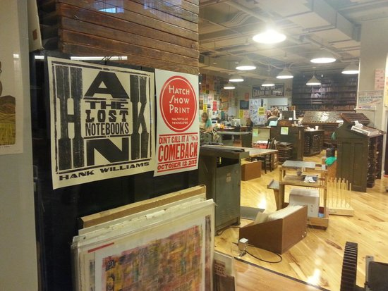 Hatch Show Print : view of the printing area and some of their artwork