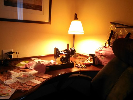 Hampton Inn & Suites Denver Littleton: Stitching quilts while on vacation.  Desk area was perfect for it!