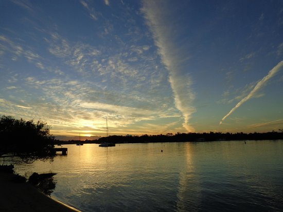 Cayman Quays: Sunset over the Noosa River, outside our apartment