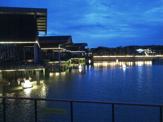 The Breeze BSD CITY: View Lake of The Breeze