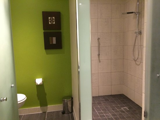The Westin Cape Town: Separate bathroom & WC