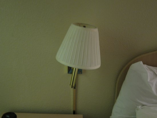 Beachview inn: loose wall lamp