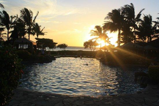 Honua Kai Resort & Spa: Honua Kai at sunset