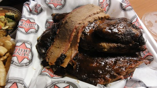 County Grill & Smokehouse: Chicken, ribs, and brisket