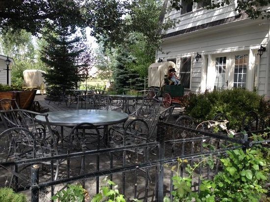 The Jeffers Inn: peaceful patio