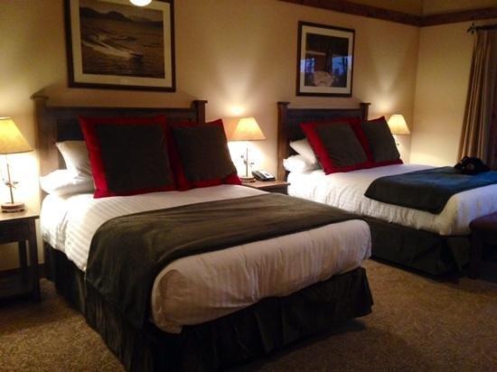 Lodge at Whitefish Lake: huge room!