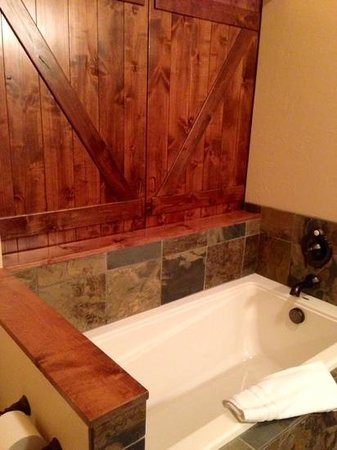 Lodge at Whitefish Lake: nice soaking tub!