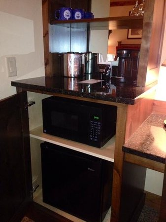 Lodge at Whitefish Lake: coffee maker, fridge, microwave