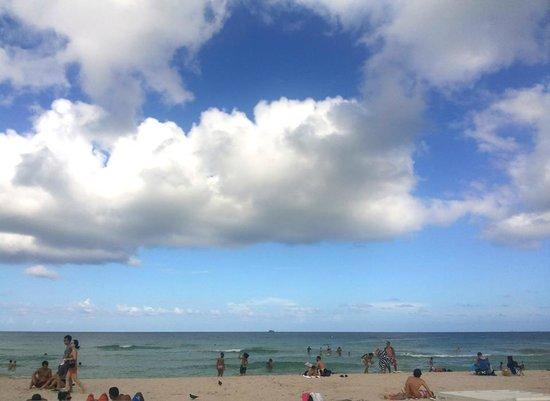Crystal Beach Suites Hotel: Praia