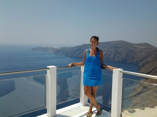 Rocabella Santorini Hotel & Spa: Standing on the corner of the top level by the pool, overlooking the ocean