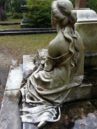 Bonaventure Cemetery: Waiting at Bonaventure
