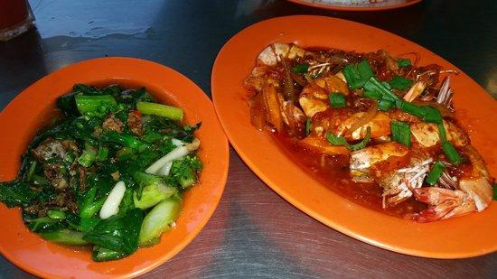 Ana Ikan Bakar Petai : Vegetable dish and prawns.