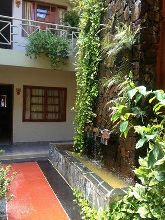 Hotel Jardín de Iguazú: Relaxing fountain/cascade