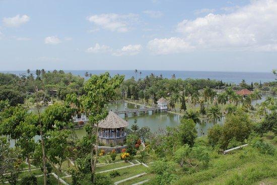Le Palais d'eau de Soekasada Ujung : Vue des hauteurs