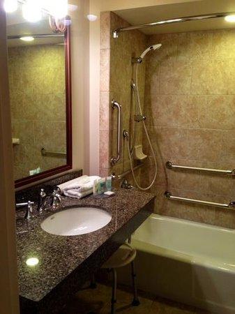 Best Western Outlaw Inn : nice ADA bathroom