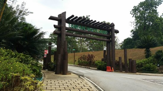 Putrajaya, Malezya: Entrance to Taman Wetlands.