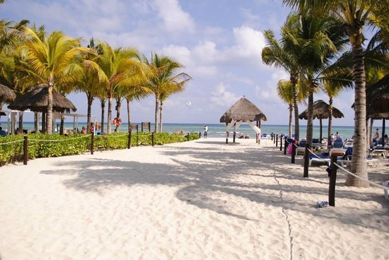 Sandos Caracol Eco Resort: The beach