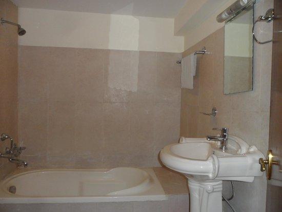 Hotel Yambu: Bathroom