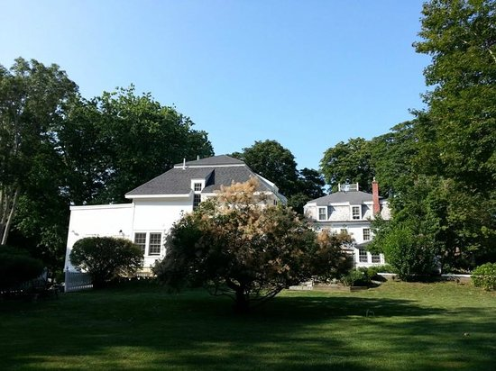 The Old Manse Inn : view from the garden.