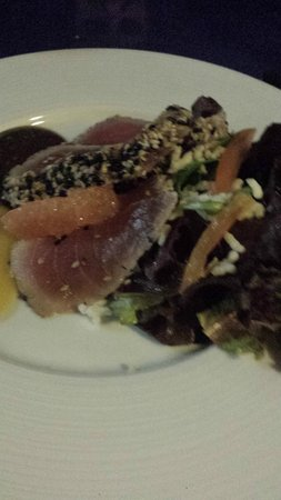 Amuse Sunset Restaurant Aruba: seared tuna salad