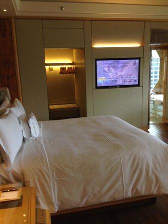 The Ritz-Carlton, Millenia Singapore: 室内、ベッド