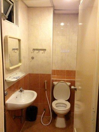 Rambuttri House: Bathroom