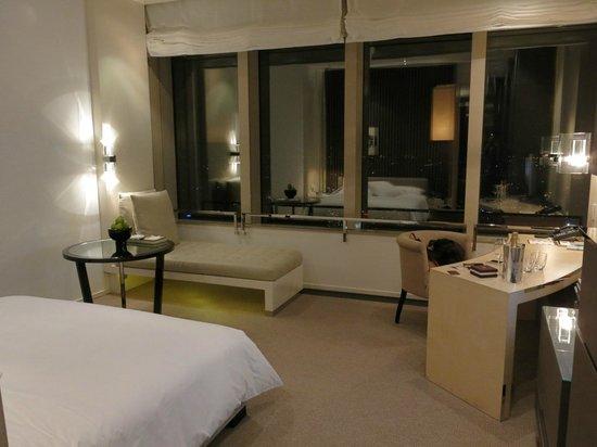 Park Hyatt Shanghai: Considered to be spacious room