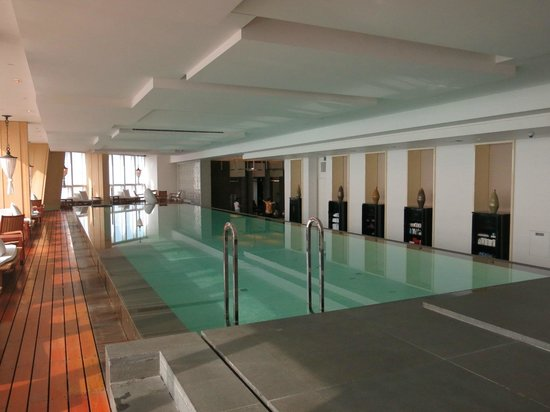 Park Hyatt Shanghai : Became our private pool since no other guests were there