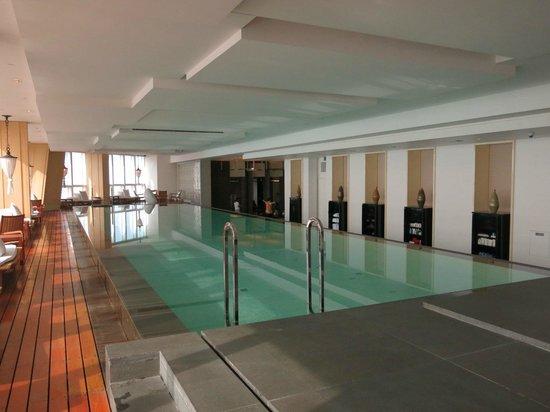 Infinity pool picture of park hyatt shanghai shanghai - Shanghai infinity pool ...