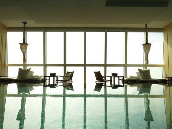 Park Hyatt Shanghai: Infinity pool