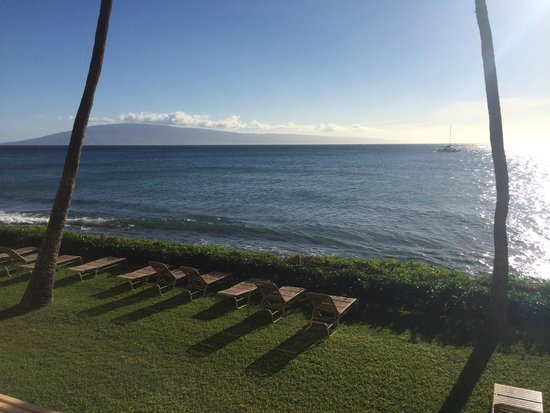Aston Mahana at Kaanapali : beach view