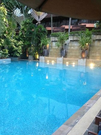 Burasari Resort: pool at dusk