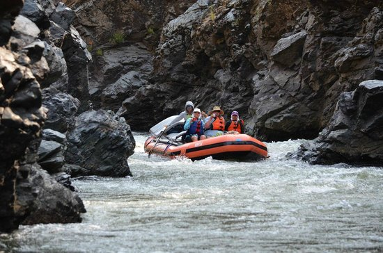 Noah's River Adventures: Rafting the Coffee Pot on the Rogue River