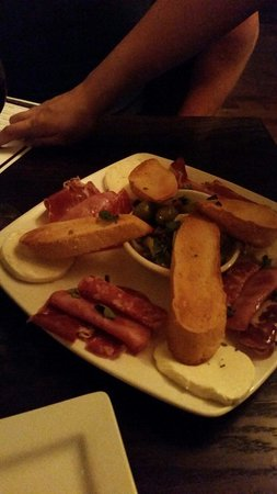 Tuscan Tavern & Grill: Antipasto plate