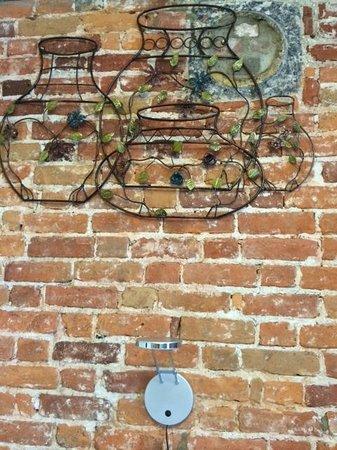 Manoir de L'Esplanade : I loved the interesting wall art!