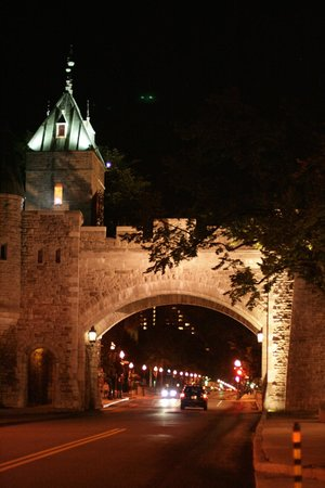 Manoir de L'Esplanade: The city wall as seen from the front of the hotel at night
