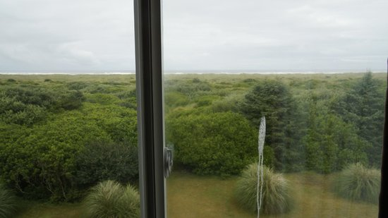 Comfort Inn and Suites: Ocean is a ways away.
