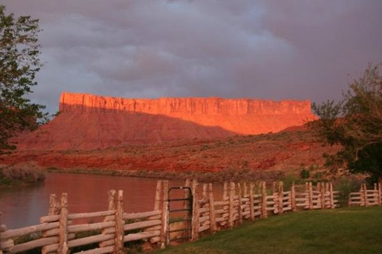 Red Cliffs Lodge: vue de la chambre