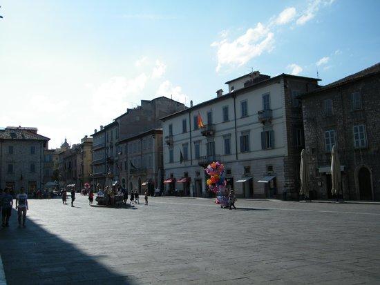 Cattedrale di Sant'Emidio: piazza ARRINGO