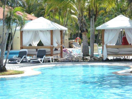 Paradisus Princesa del Mar Resort & Spa: Pool & sunbeds