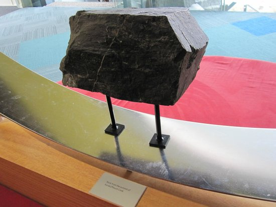 Aoraki/Mount Cook National Park DOC Visitor Centre: Rock from the summit of Mount Cook