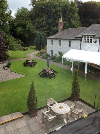 Crown Wetheral Hotel: wonderful garden and flower scents