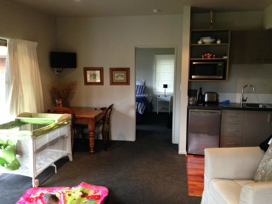 Woodbank Park Cottages: Dinning and Kitchen