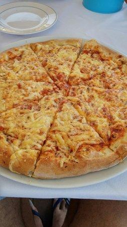 El Greco Pizzeria Restaurant : Pizza cotta nel forno a legna